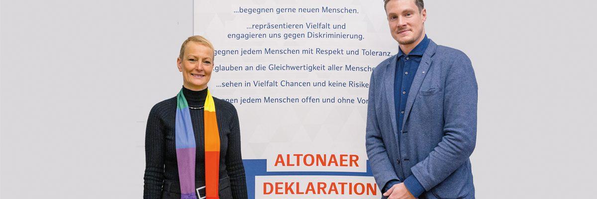 Frau von Berg und Herr Jansen vor Deklaration_Seite